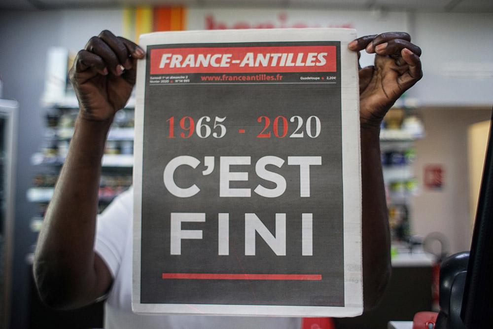 """""""C'est fini"""", """"merci"""": le quotidien France-Antilles sort son ultime édition"""