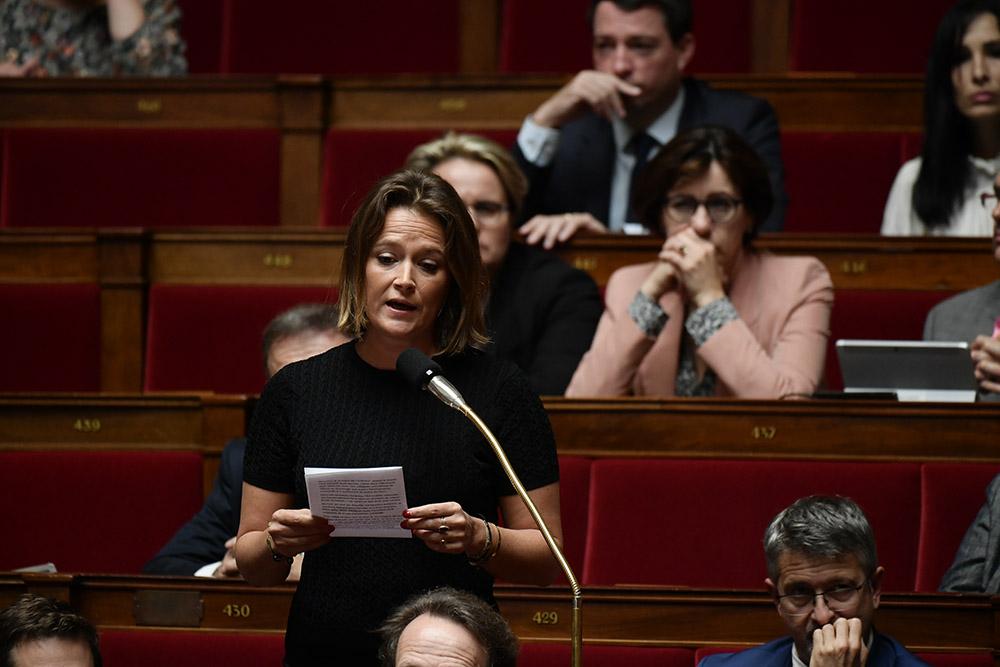 """Congé après la perte d'un enfant: Philippe """"assume"""" la """"part de responsabilité du gouvernement"""""""