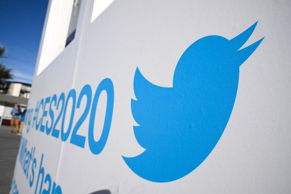 """Twitter va retirer ou étiqueter les contenus """"falsifiés"""" et """"nocifs"""""""