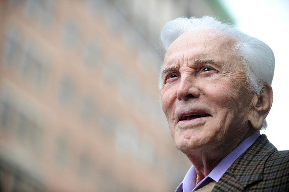 Kirk Douglas, dernier grand monstre sacré d'Hollywood, est mort à l'âge de 103 ans