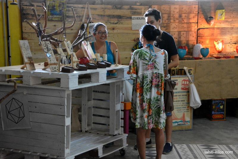 Meili discutant avec Arava-Tahiti et Poerava C.