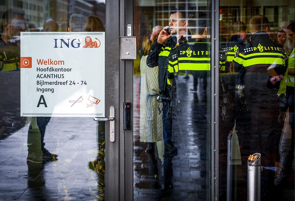 Pays-Bas: un courrier piégé explose au siège de la banque ING à Amsterdam