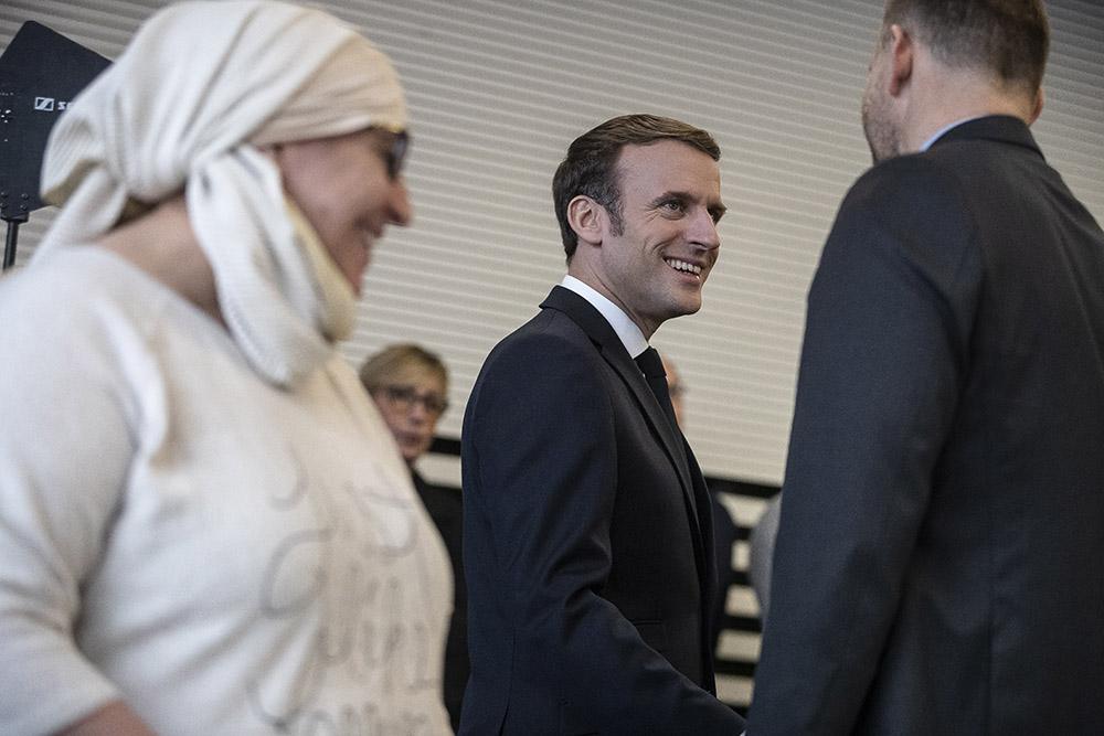 """Macron s'engage contre """"l'islam politique"""", qui """"n'a pas sa place"""" en France"""