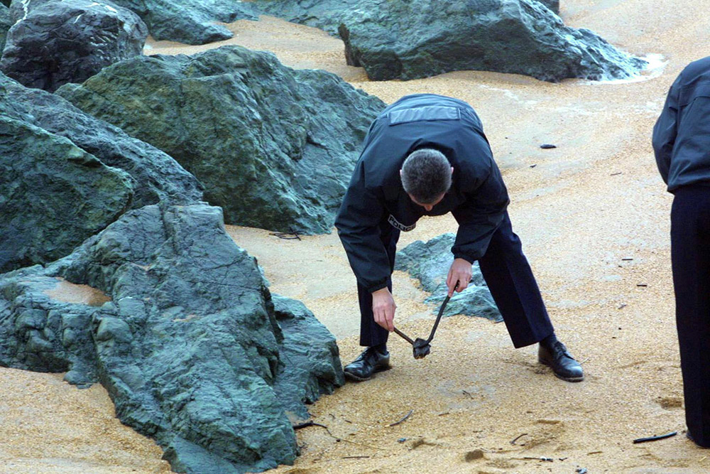 Des boulettes d'hydrocarbure sur plusieurs plages de Loire-Atlantique
