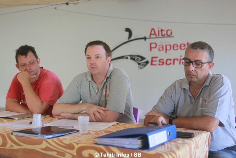 Cyrille Viriot, au centre, le président de la Fédération d'escrime du fenua lors de la conférence de presse en mars 2019.