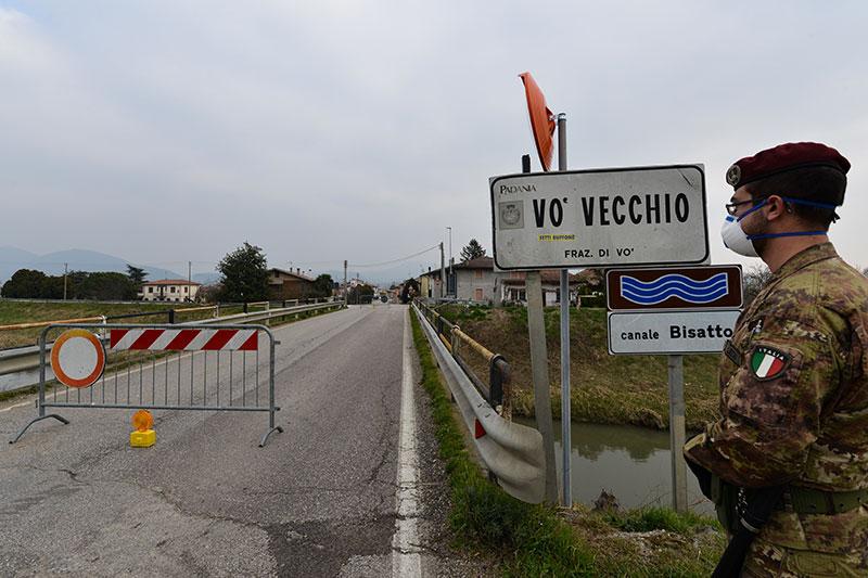 Virus : l'Italie confine onze villes du Nord pour endiguer la contagion
