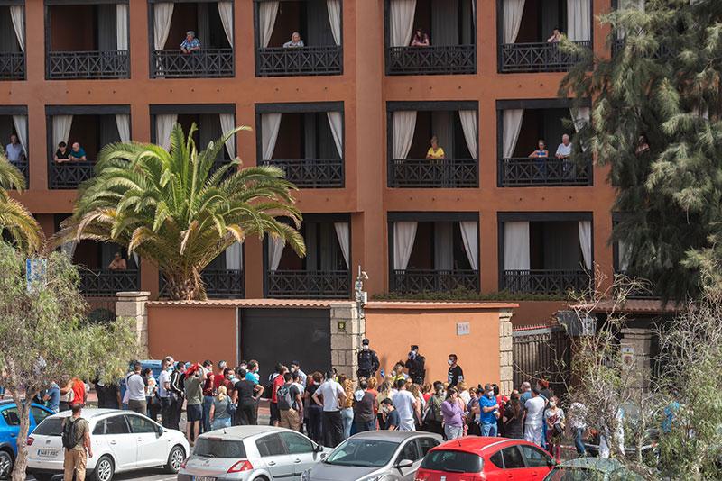 Coronavirus: des centaines de touristes confinés à Tenerife