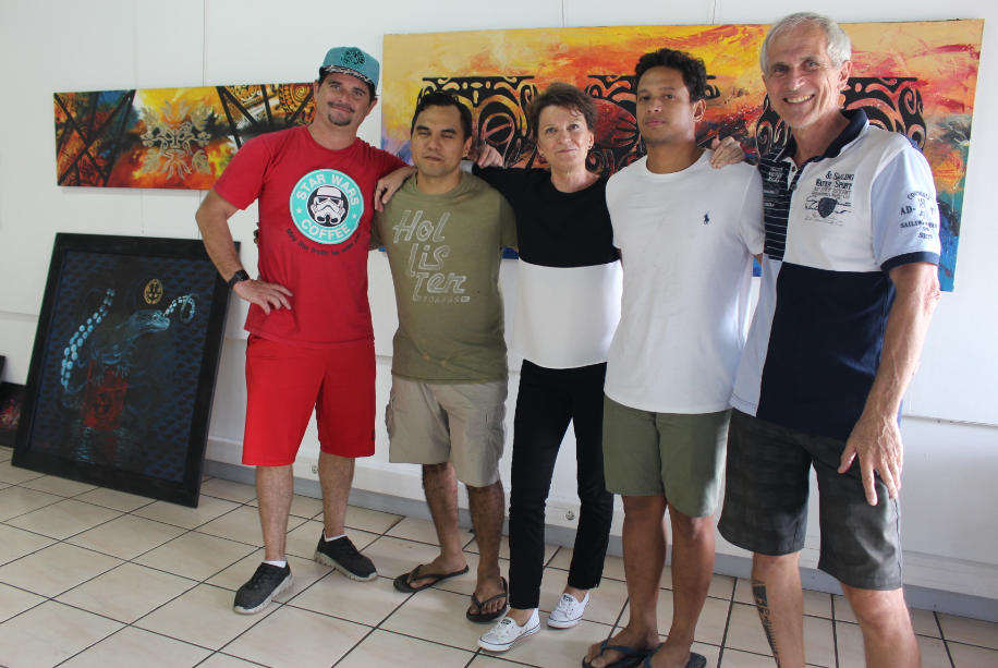 Six artistes réunis salle Muriavai