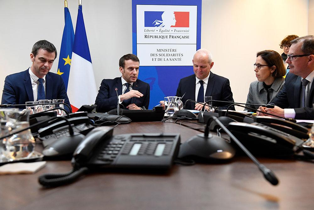 Coronavirus : La mobilisation s'amplifie en France pour freiner la diffusion