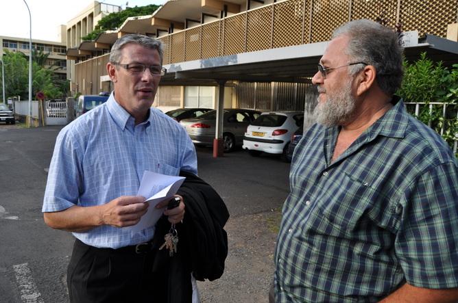 Jean-Alain Frébault (à droite) doit rembouser 16,1 millions de Fcfp à l'OPT pour des rémunérations indûment perçues entre avril avril et août 2007.