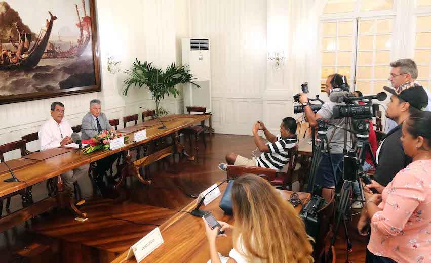 Edouard Fritch confirme le maintien des municipales