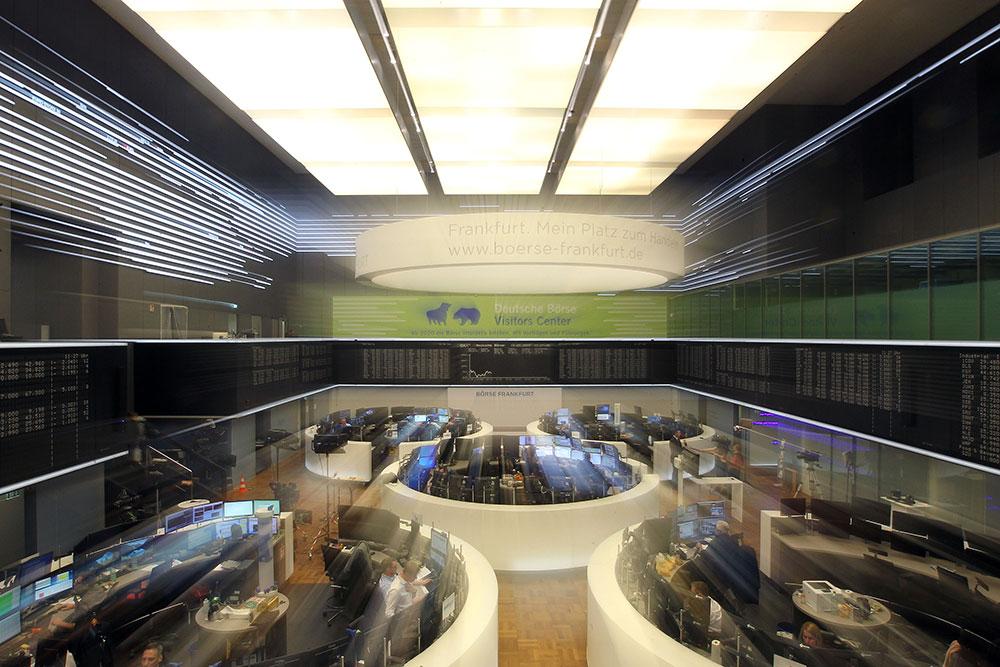 Virus: les Bourses se noient, la BCE ne parvient pas à rassurer