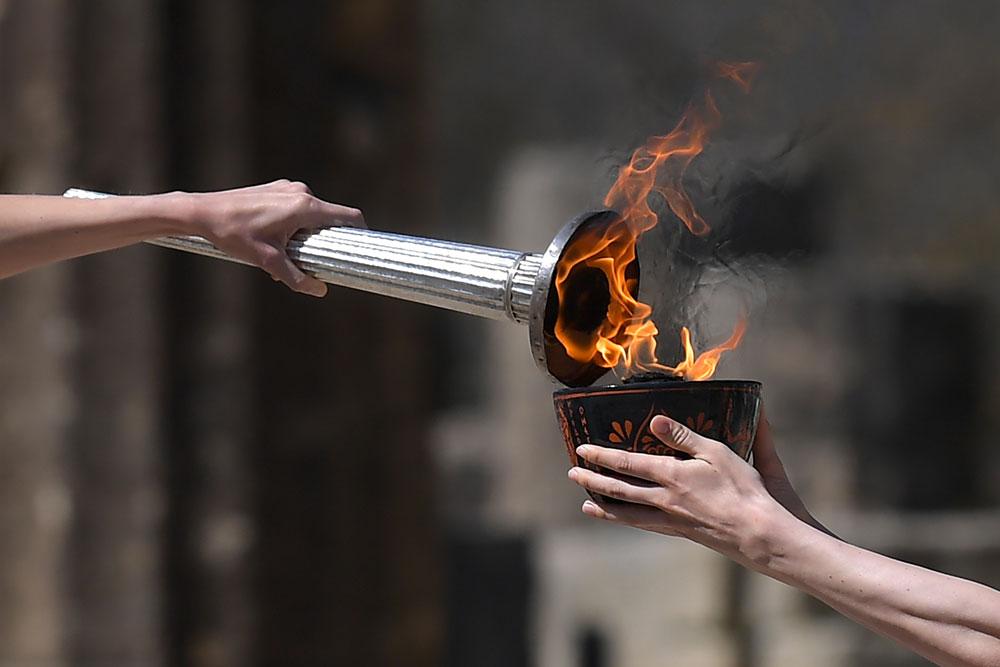 JO-2020: la flamme olympique allumée, sans public pour cause de coronavirus