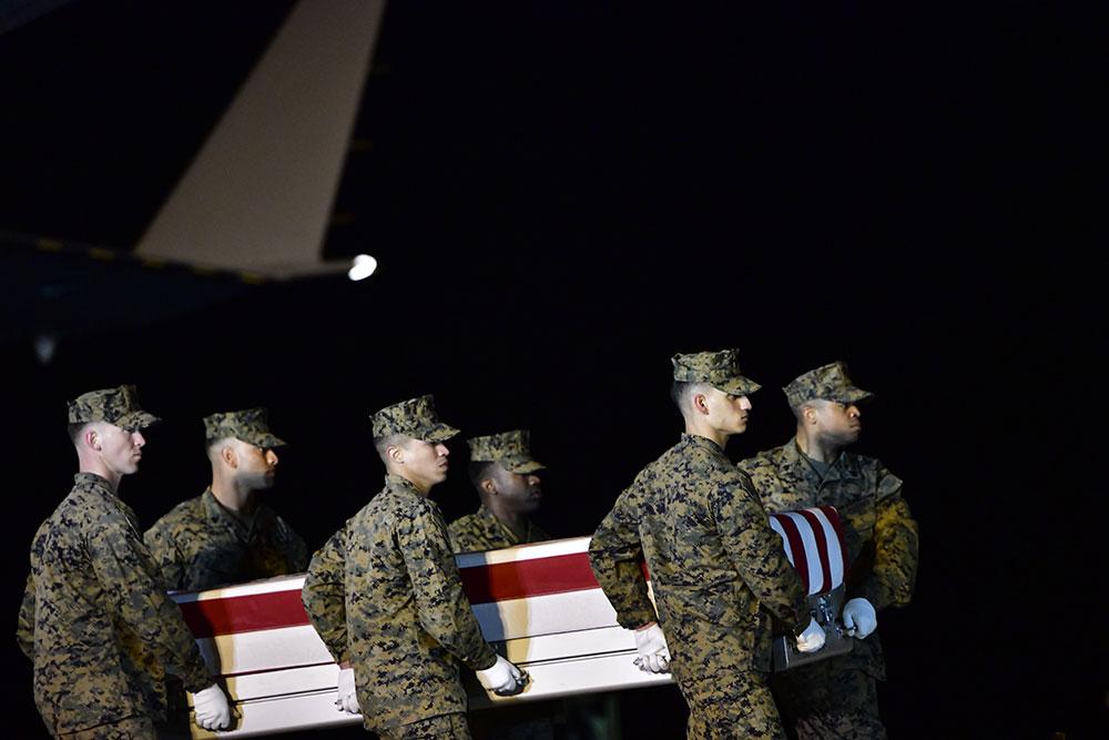 Mercredi soir, 18 roquettes se sont abattues sur une base proche de Bagdad, tuant deux soldats américains et un soldat britannique.
