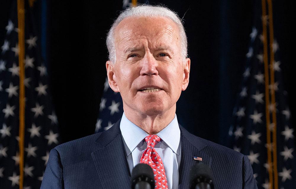 Biden plus près de défier Trump dans une présidentielle plombée par le coronavirus