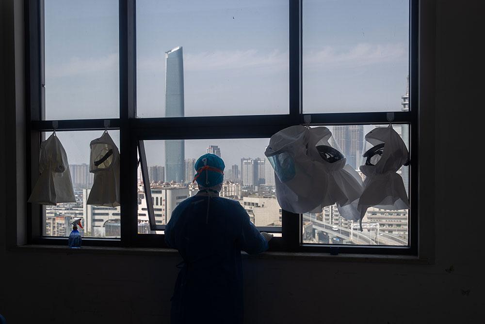 Coronavirus: la planète en état d'alerte maximal, rayon d'espoir en Chine