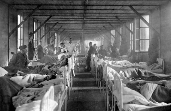 Une vue de l'hôpital militaire de Limoges en 1918 ; la grippe décima l'Europe avant de tuer plus d'un demi-million d'Américains. Ce n'est que fin 1918 qu'elle arriva à Tahiti.