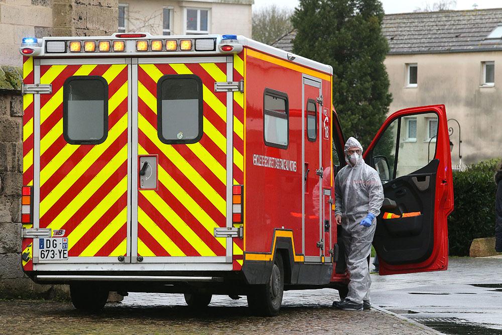 Coronavirus: premier décès d'un médecin hospitalier annoncé en France