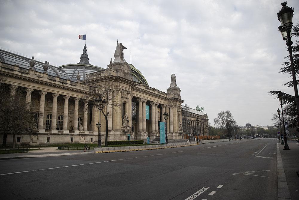 La France en état d'urgence sanitaire, le retour à la normale s'éloigne