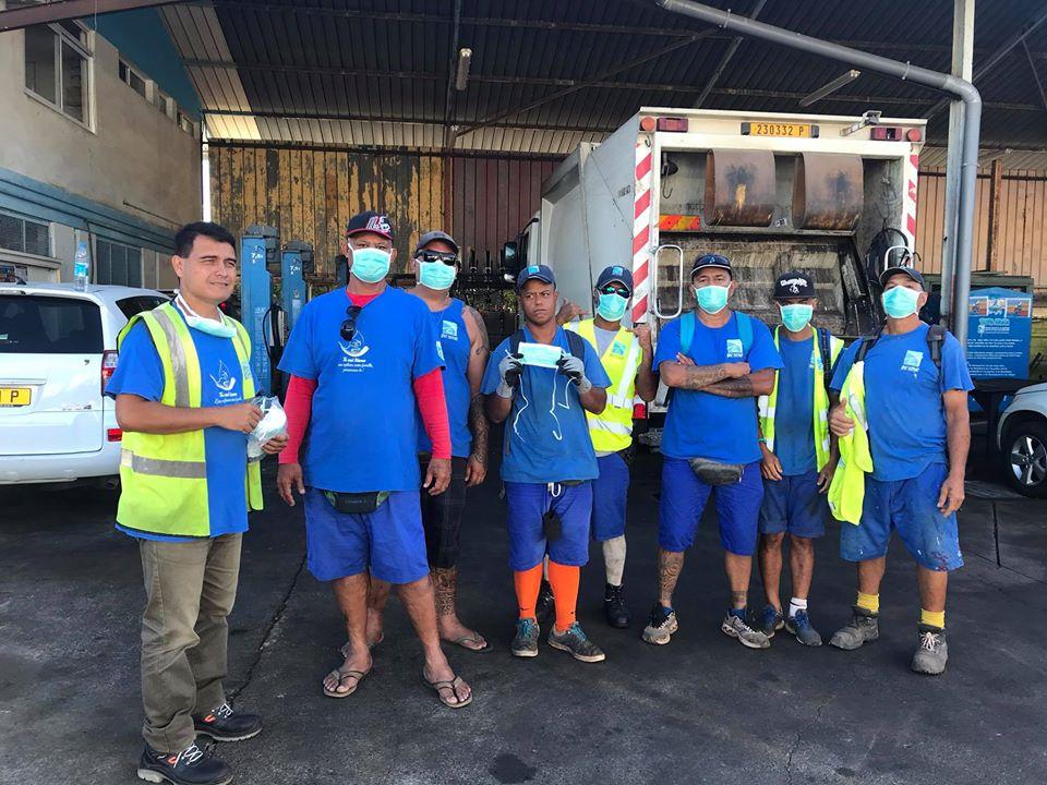 Equipés de nouveau de leurs masques et de leurs gants, les agents chargés du ramassage des déchets ont repris le travail mardi.