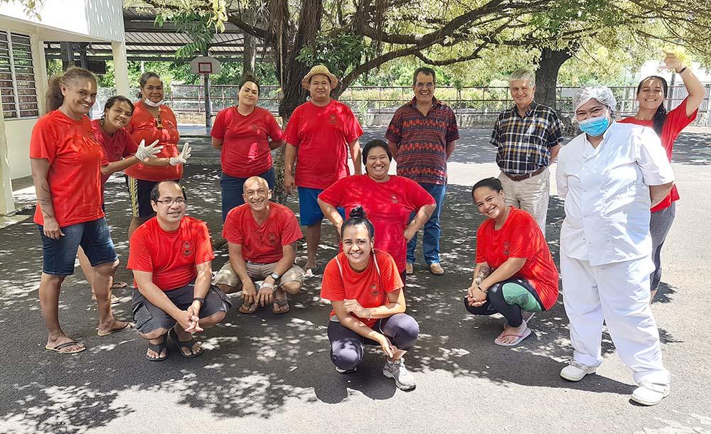 Deux associations, l'Association de jeunesse Tumuhiva et Tamarii Maere, se sont portées volontaires pour animer ces centre d'accueils improvisés