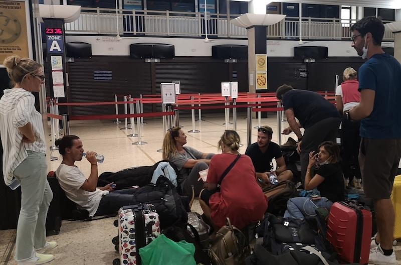 Des passagers bloqués à Paris comme à Tahiti