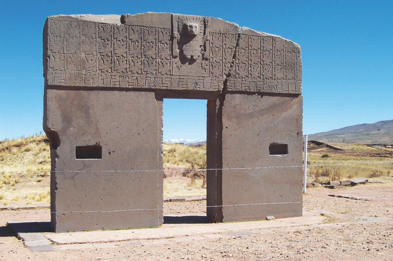 A Tiwanacu, en Bolivie, là encore Churchward vit l'empreinte des habitants du continent Mu qui gravèrent une partie de leur histoire sur la fameuse Puerta del Sol...