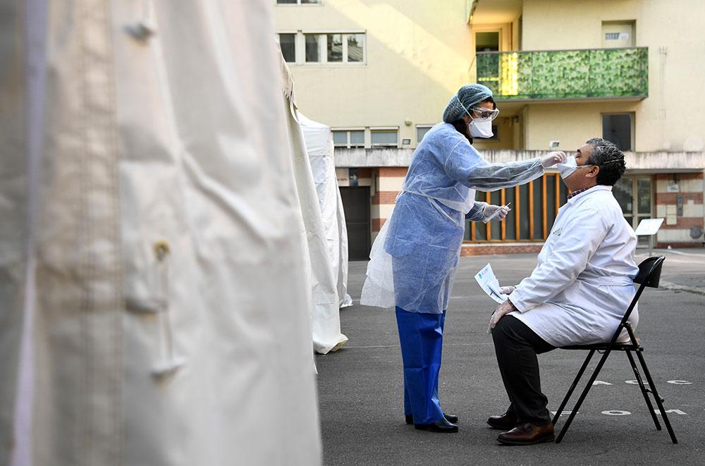 Paris : formation express de médecins et étudiants