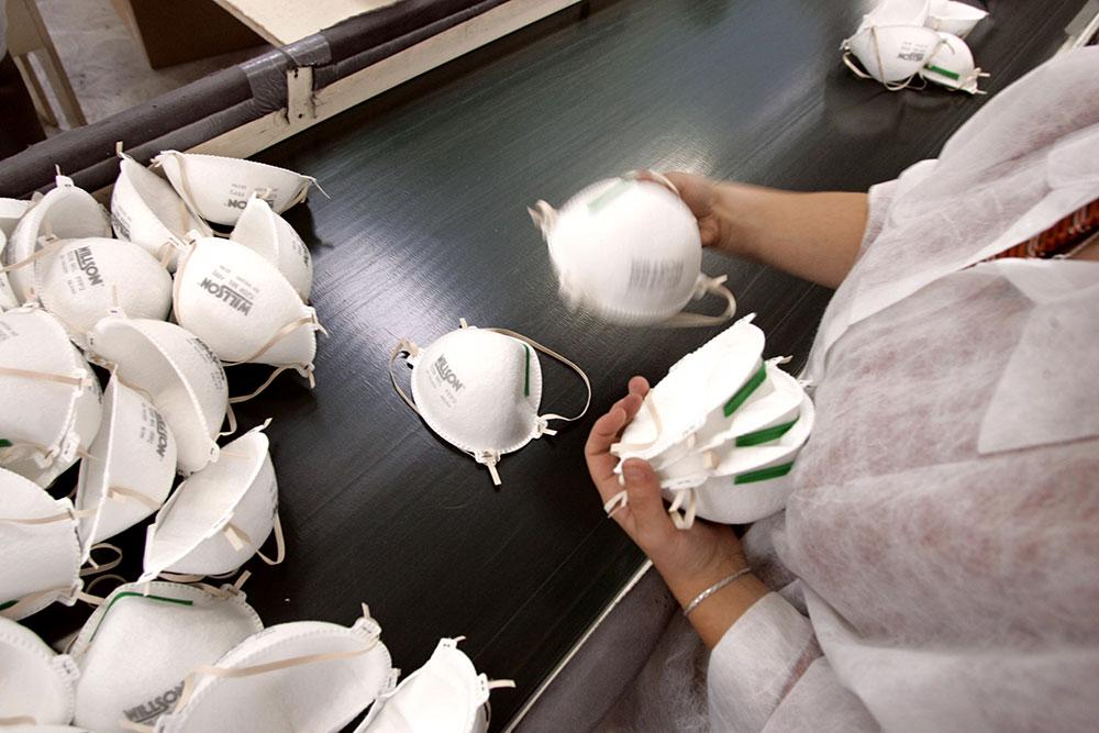 """La """"lente agonie"""" de la principale usine de masques respiratoires en France"""