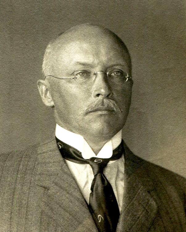 Le docteur Erich Bernhard Theodor Schultz, gouverneur des Samoa, vint se promener avec son navire de guerre, le Condor, dans les eaux de l'archipel de la Société au nez et à la barbe des autorités françaises.