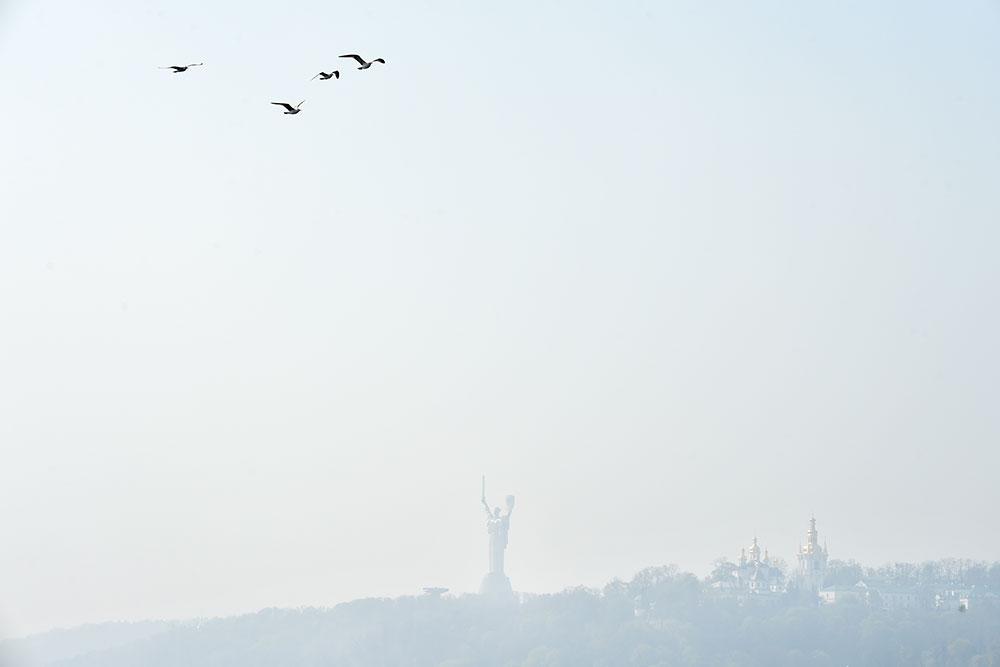 Feux de forêt à Tchernobyl : Kiev dans une épaisse fumée, record de pollution