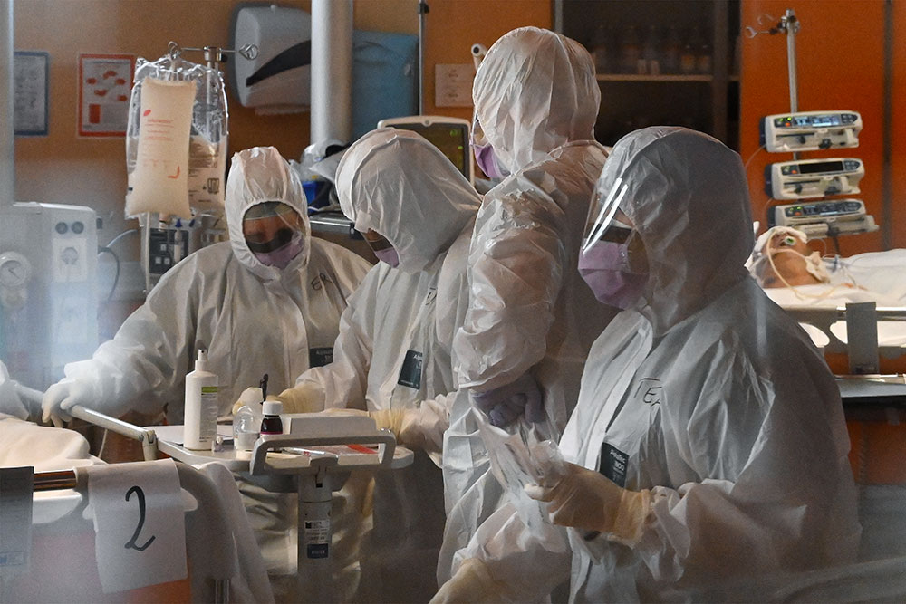 Coronavirus : l'Europe entame un déconfinement à hauts risques