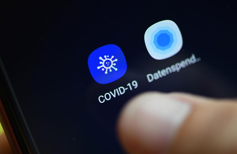 Covid-19: tour du monde des applications mobiles de traçage des contacts