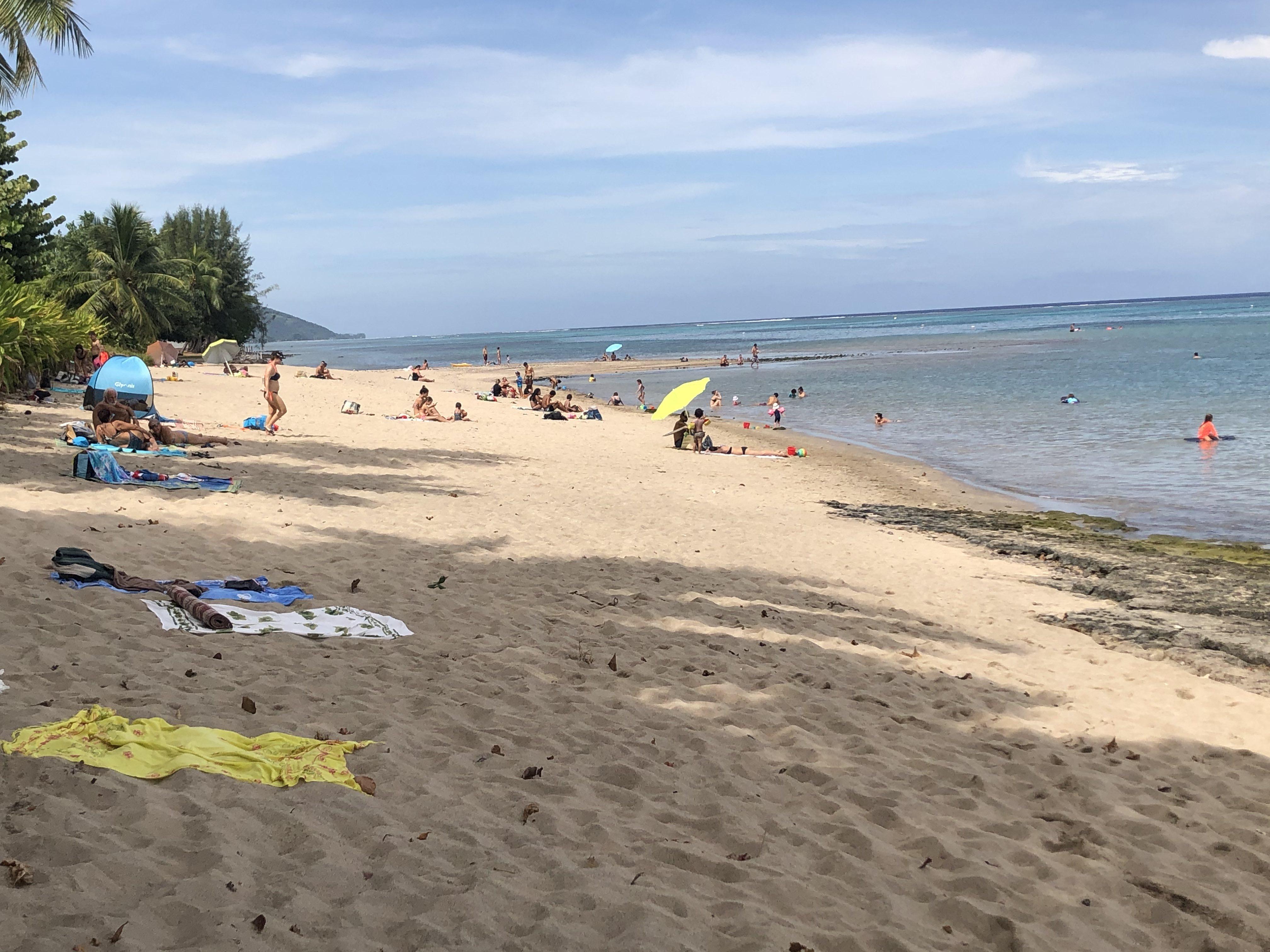 La plage de Vaiava, au PK 18 à Punaauia, a été prise d'assaut par les baigneurs.