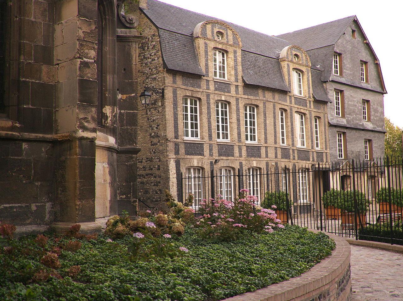 La grande maison familiale des Dubocage au Havre, financée grâce au succès de l'expédition dans le vaste Pacifique.