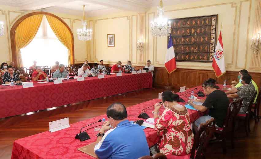 Le gouvernement estime le dialogue « renoué » avec les syndicats