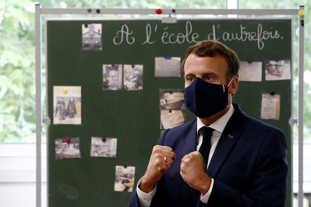 Déconfinement: Macron cherche à apaiser les inquiétudes sur l'école