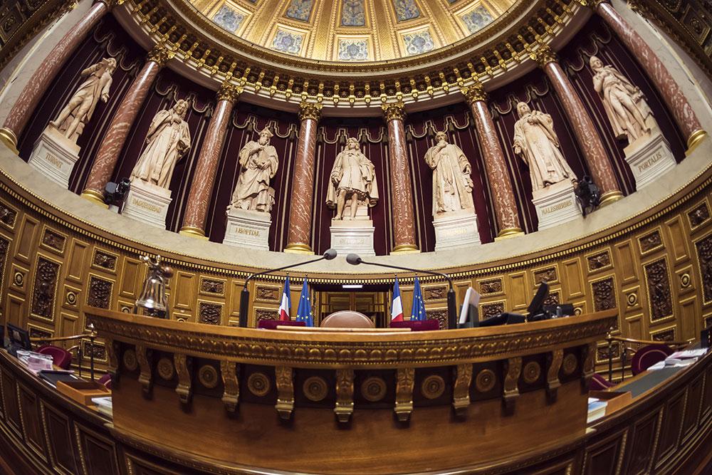 Le Sénat vote le texte prolongeant l'état d'urgence sanitaire en posant ses conditions