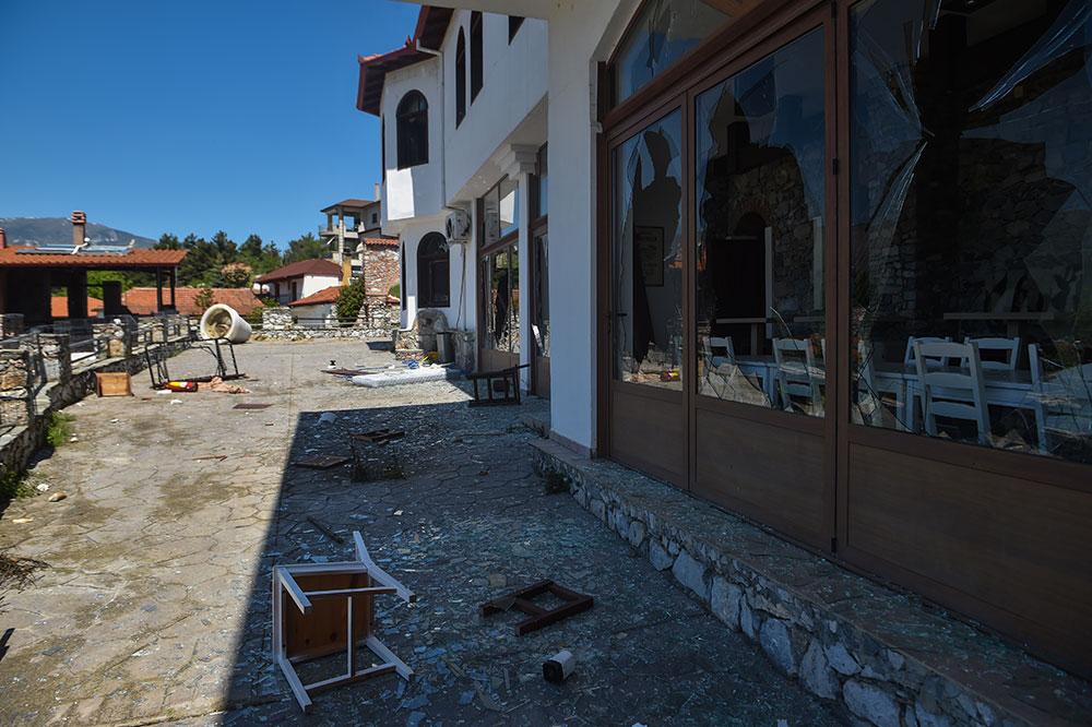 """Quand """"des réfugiés chassent des réfugiés"""" dans un village grec"""