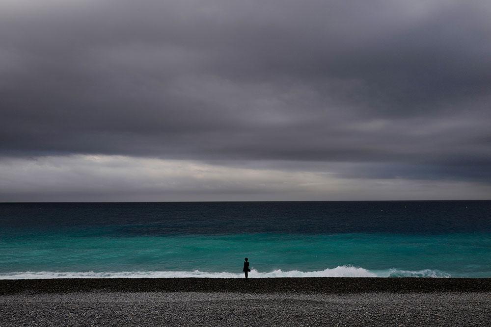 Le déconfinement se poursuit avec l'ouverture de plages, la barre des 27.000 morts franchie
