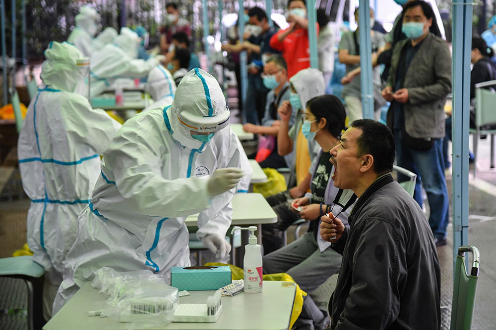 Virus: bientôt 300.000 morts
