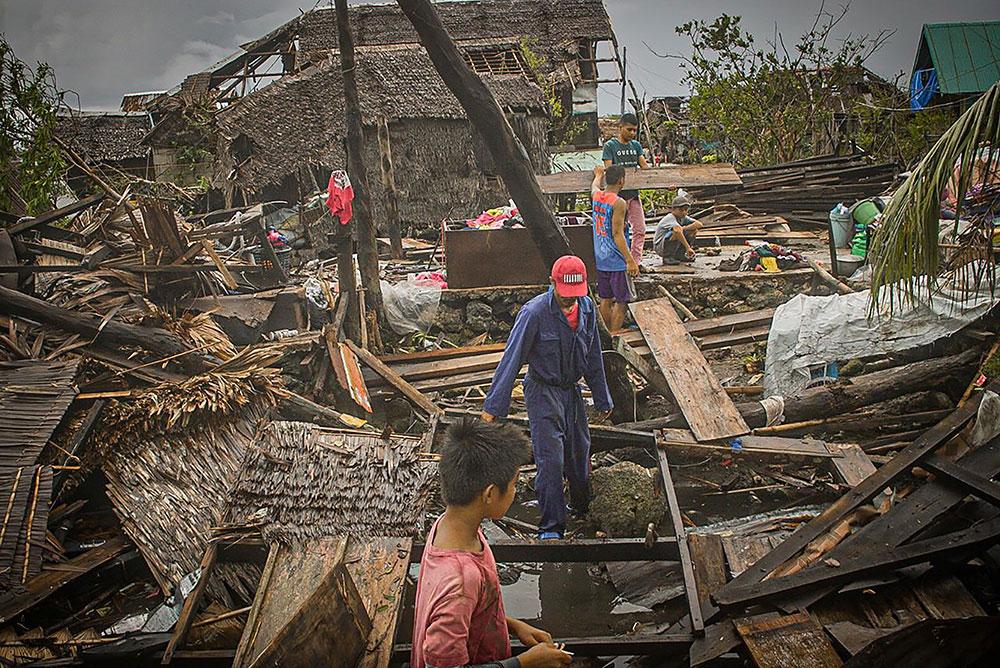 Philippines : un typhon force des dizaines de milliers de personnes à fuir leur maison