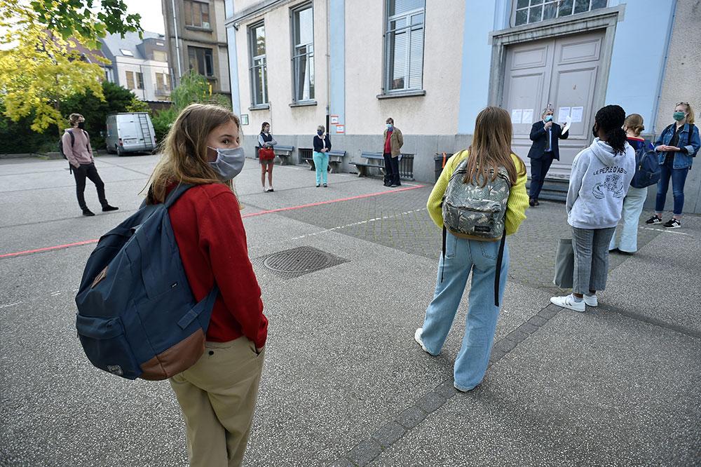 """Retour au collège très calibré dans les """"zones vertes"""" de l'épidémie"""