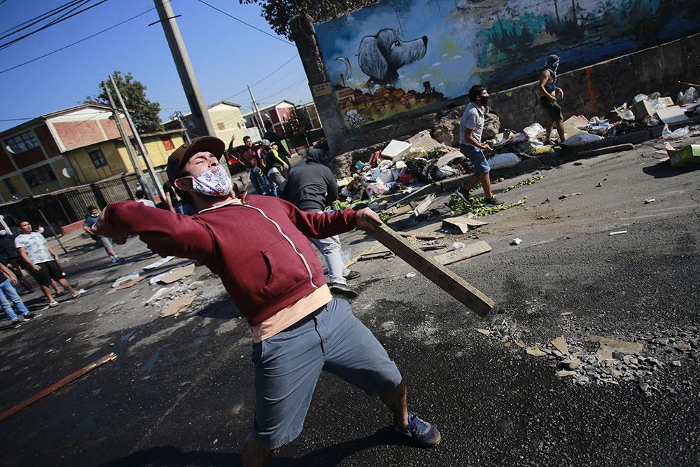 Faim au Chili: manifestation violente en banlieue de Santiago