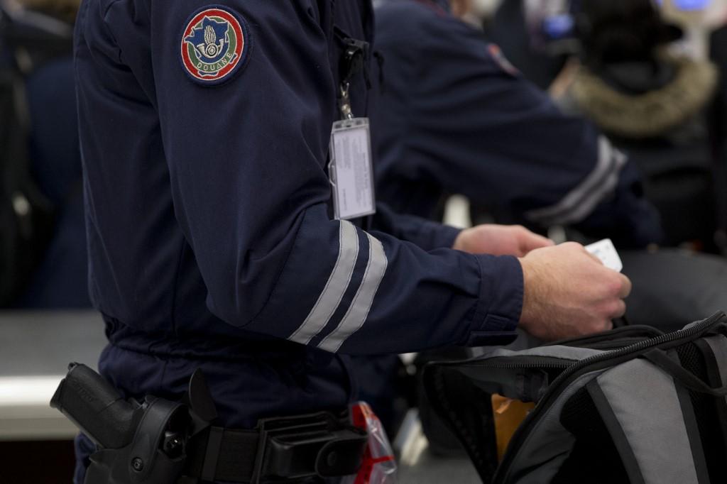 """France: quatorzaine sur une base """"volontaire"""" à partir du 20 mai pour les Français arrivant de l'étranger hors UE (Le Drian)"""