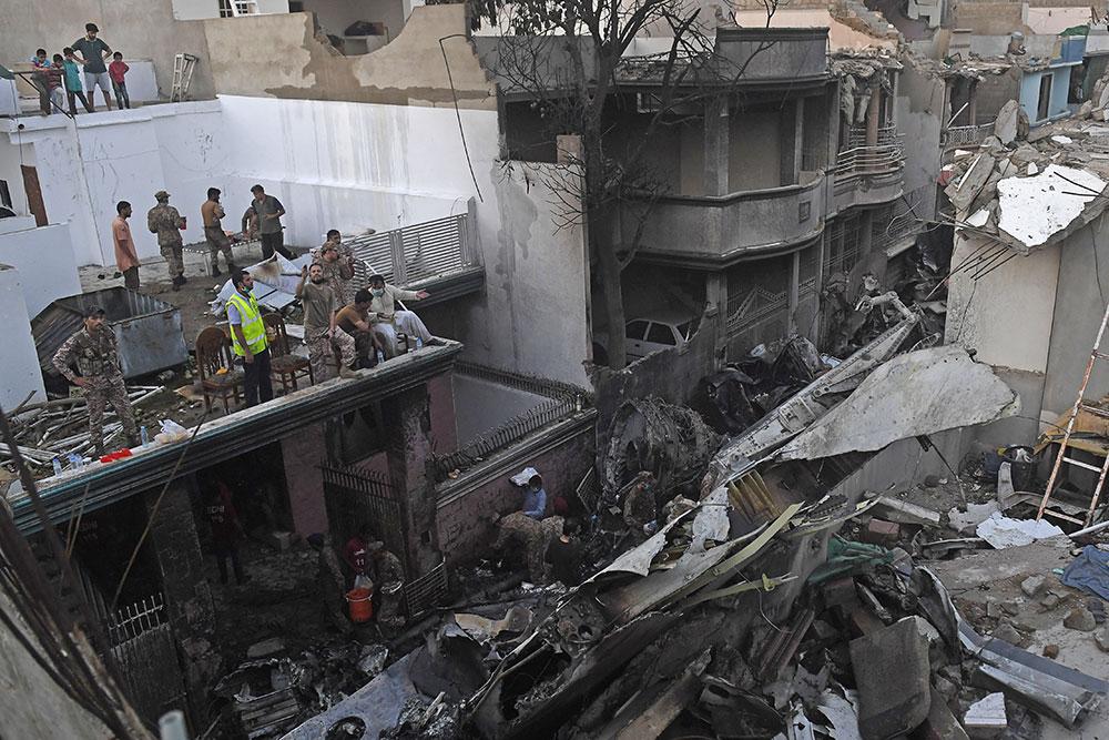 Pakistan: un avion de ligne s'écrase à Karachi sur un quartier résidentiel