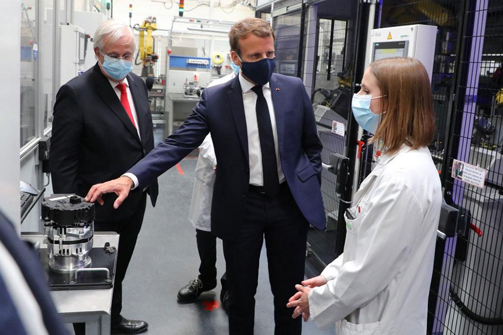 Coronavirus : huit milliards pour l'automobile, StopCovid bientôt téléchargeable