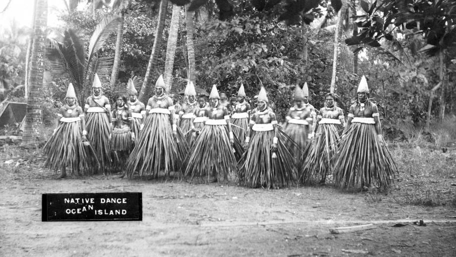 Cette photo d'archives de la fin de XIXe siècle montre des habitants de Banaba, qui n'étaient pas en mesure de mesurer les conséquences qu'aurait l'exploitation des phosphates sur leur île et sur leur environnement.
