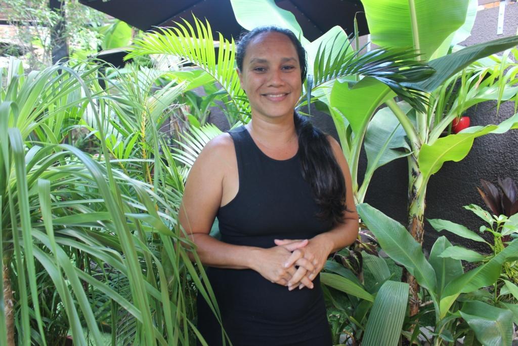 Moea Pereyre sur le front avec Nana sac plastique