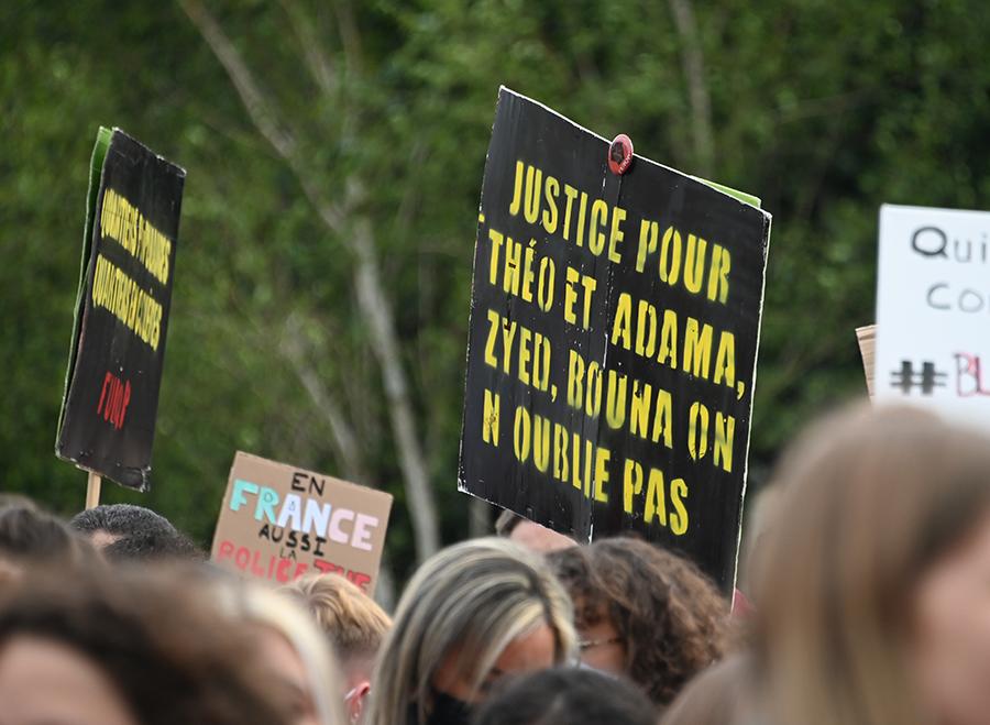 """Appels à manifester samedi en France contre """"les violences policières"""""""